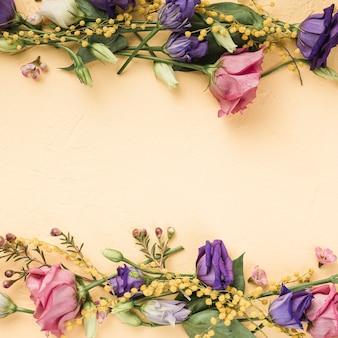 Rosas de vista superior com espaço para texto
