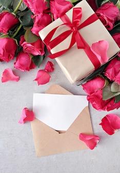 Rosas e caixa de presente para dia dos namorados