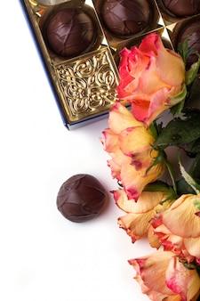 Rosas laranja com chocolate