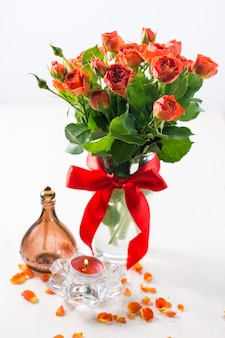 Rosas laranja em vaso