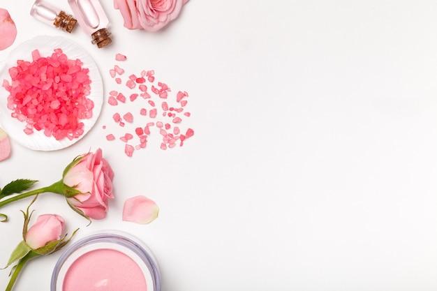 Rosas, sal e creme feminino, vista de cima