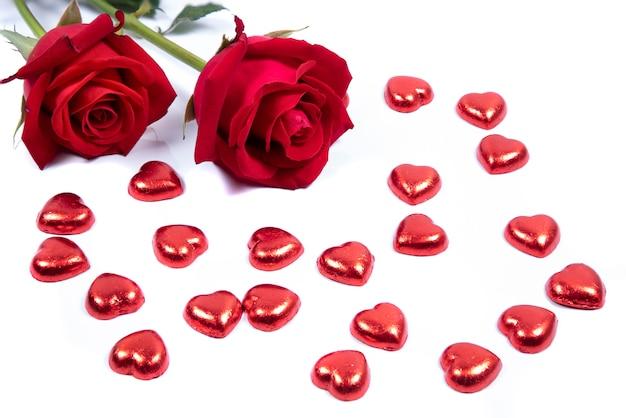 Rosas vermelhas em fundo branco