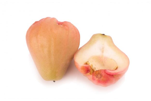 Rose maçãs isoladas no fundo branco