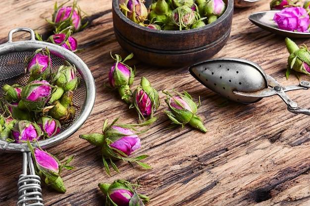 Rosebud.tea feita a partir de pétalas de chá rosa