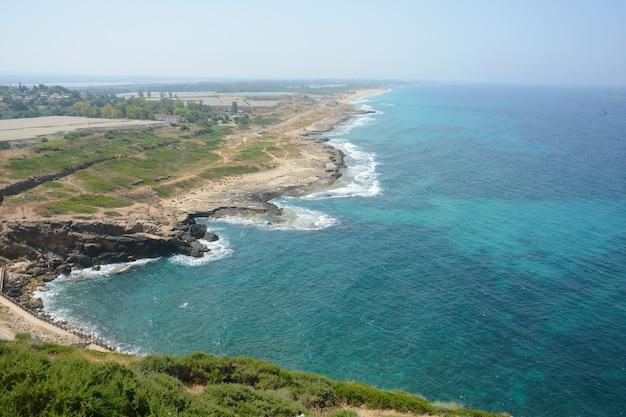 Rosh hanikra grottoos cavernas naturais do mar na fronteira com o líbano e israel