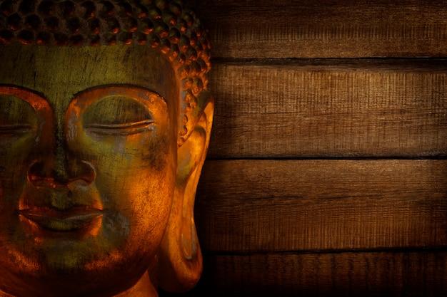 Rosto de buda no templo