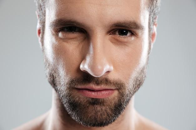 Rosto de homem barbudo jovem sexy