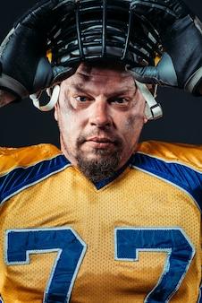 Rosto de jogador de futebol americano, capacete na cabeça