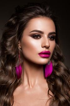 Rosto de mulher beleza retrato. mulher linda modelo com pele limpa fresca perfeita