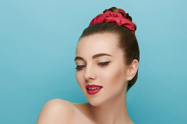 Rosto de mulher bonita. maquiagem perfeita. moda beleza