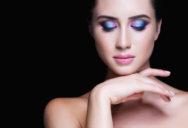 Rosto de mulher bonita. maquiagem perfeita