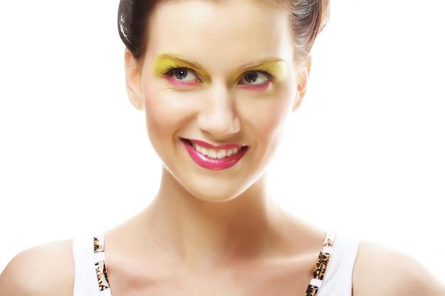 Rosto de mulher com maquiagem brilhante