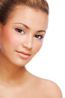 Rosto de sensualidade jovem linda mulher com pele perfeita