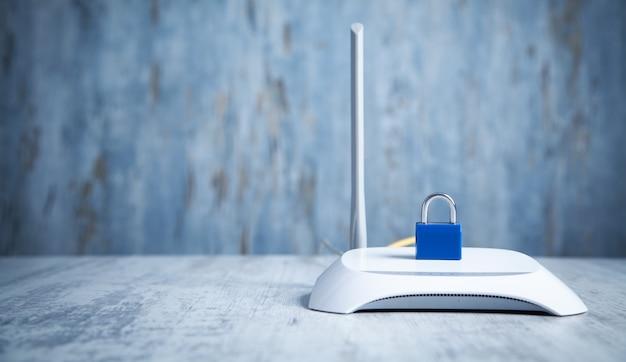 Roteador de internet com cadeado. proteção de rede e dados