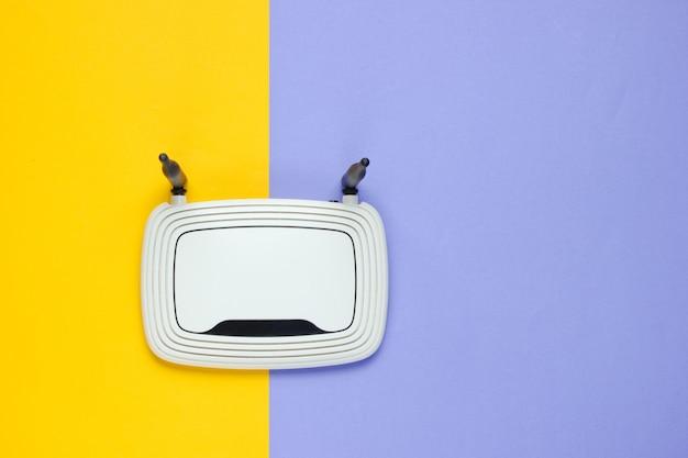 Roteador wi-fi em papel bicolor