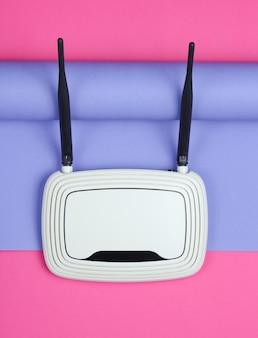 Roteador wi-fi em papel embrulhado