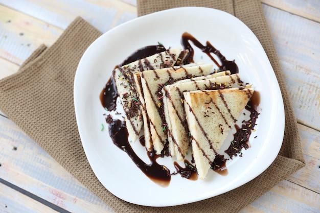Roti bakar ou pão torrado com chocolate
