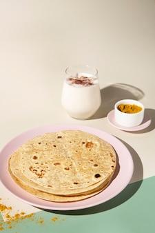 Roti delicioso indiano com espaço de cópia