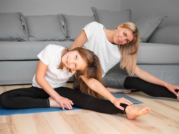 Rotina de treinamento esportivo de mãe e filha