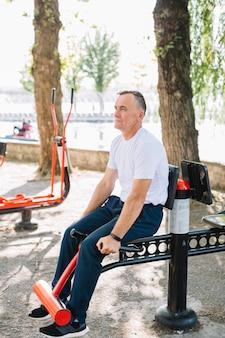 Rotina de treinamento esportivo para idosos