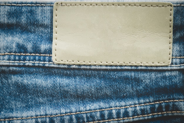 Rótulo de couro vazio em jeans