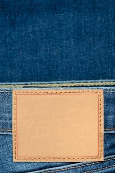 Rótulo em branco em jeans