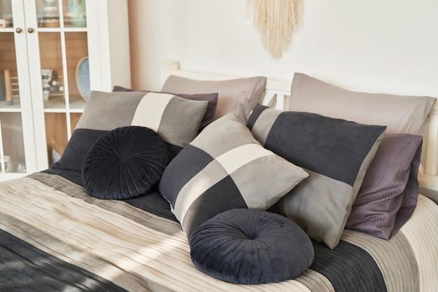 Roupa de cama preta estilo escandinavo clássico