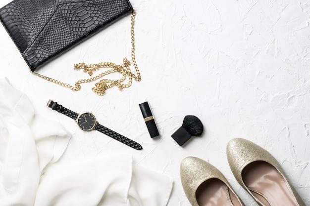 Roupa de moda feminina e acessório flatlay