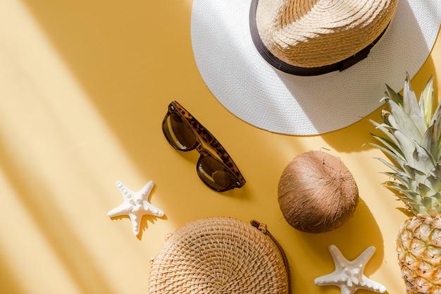 Roupa de moda feminina verão colorido plana leigos.
