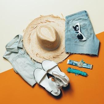 Roupa de verão. calções de ganga sandálias estilo safari