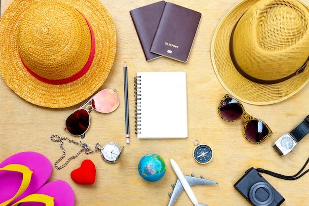 Roupa de viajante. planejando a viagem de férias. conceito de viagens e turismo.