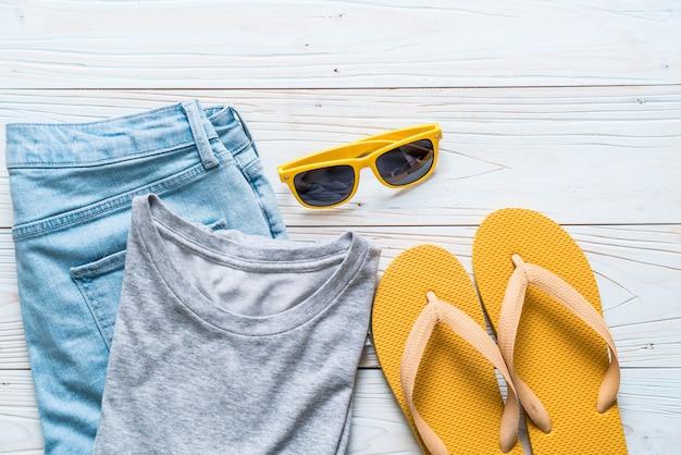 Roupas casuais masculinas de viajante, férias de verão