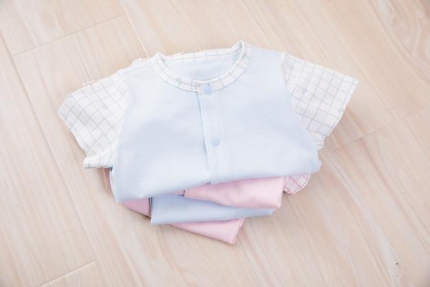 Roupas de bebê e acessórios