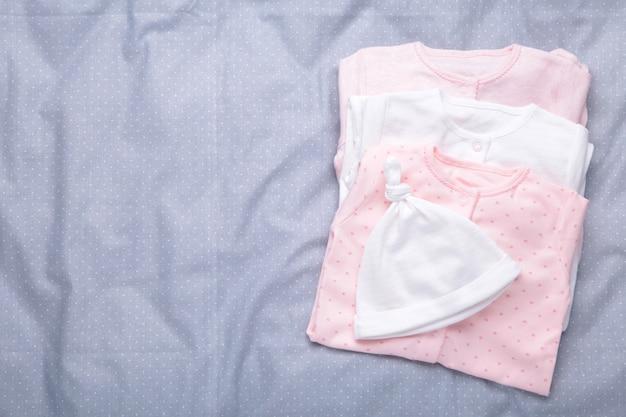 Roupas de bebê recém-nascido, vista superior