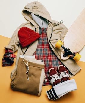 Roupas de estilo urbano. roupa de moda de skate.