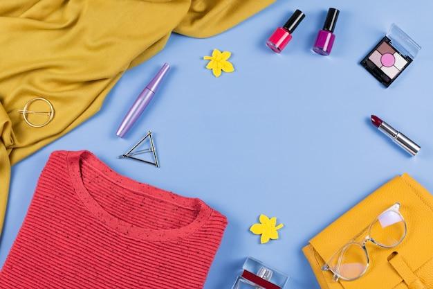 Roupas de outono femininas e acessórios planos, copie o espaço