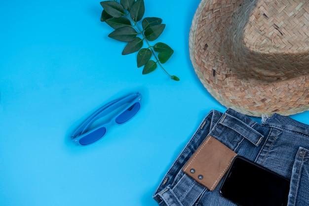 Roupas de verão e acessórios em azul