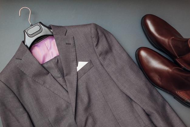 Roupas e sapatos de homem de negócios