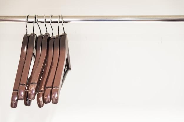 Roupas equipamentos de madeira de armazenamento de moda