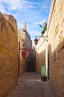 Rua de uma antiga cidade mediterrânea
