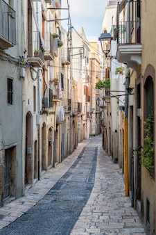 Rua estreita na cidade velha de tarragona