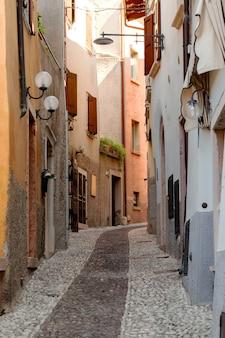 Rua estreita na cidade velha