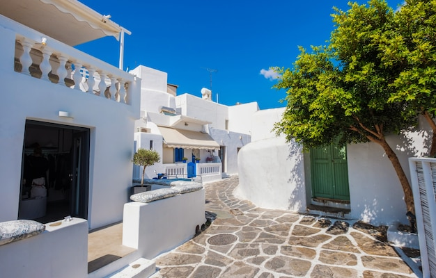 Rua grega tradicional na ilha de mykonos