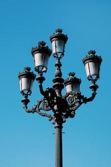 Rua luz na rua na cidade de bilbao espanha
