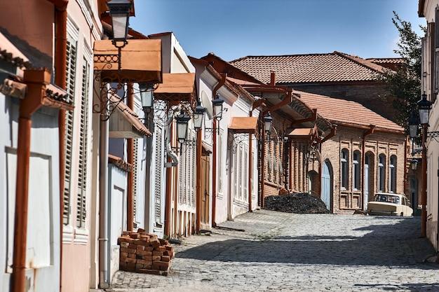 Rua pitoresca em sighnaghi signagi, kakheti, geórgia. sighnaghi é conhecida como a cidade do amor na geórgia. europa. viagens.