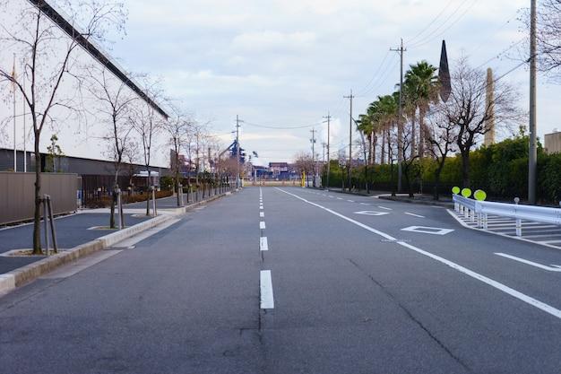 Rua vazia à noite em nagoya.