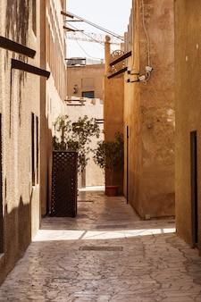 Ruas e casas da cidade velha de dubai