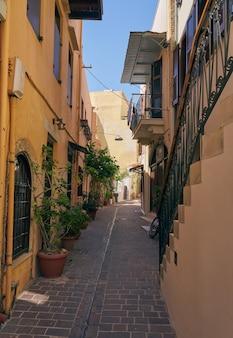Ruas estreitas na cidade velha de chania, em creta.