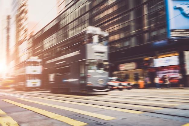 Ruas urbanas confusas e pedestres no centro de hong kong