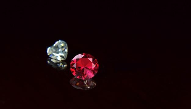 Rubi é uma bela pedra preciosa vermelha
